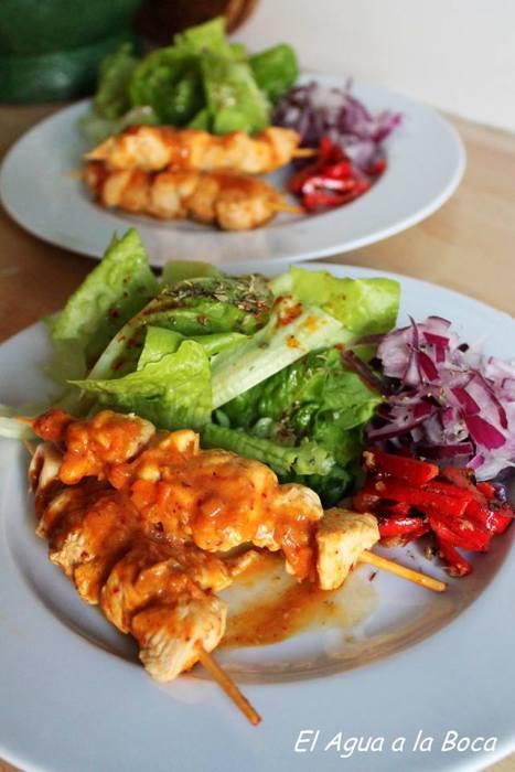 brochetas de pollo a la naranja con pimentones asados