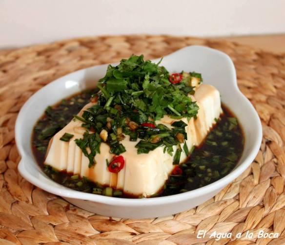 Tofu sedoso con hierbas frescas / Tofu soyeux aux herbes fraîches